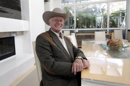 Larry Hagman, qui reprend ainsi son fameux rôle... (Photo: Tony Gutierrez, AP)