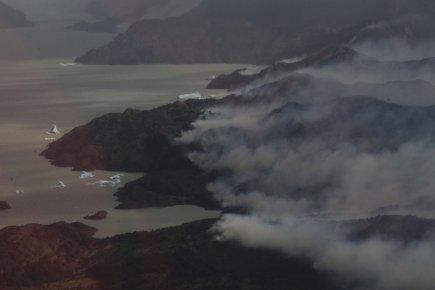 La superficie de végétation réduite en cendres demeure... (Photo: Reuters)