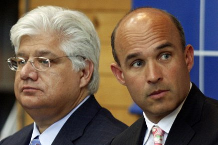 Mike Lazaridis et Jim Balsillie, photographiés en 2009.... (Photo archives Reuters)