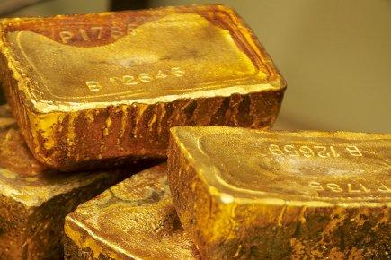 Le cours de l'or a décliné cette semaine dans un marché extrêmement nerveux,... (Bloomberg)