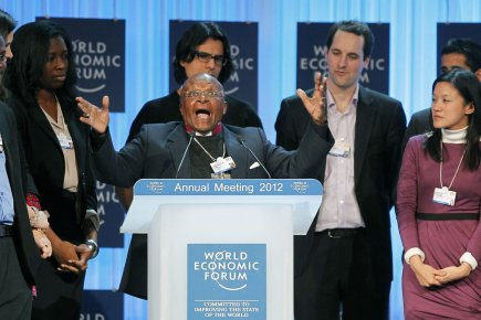 Desmond Tutu au Forum économique mondial.... (Photo AP)
