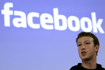 Facebook, dirigé par son cofondateur Mark Zuckerberg, 27... (Photo d'archives Reuters)