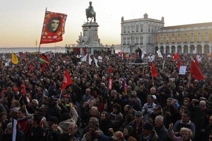 Les manifestants ont pris d'assaut les rue en... (Photo Reuters)