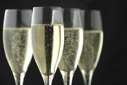 La fl te ou la coupe pour boire du champage actualit s - Boire une coupe de champagne enceinte ...