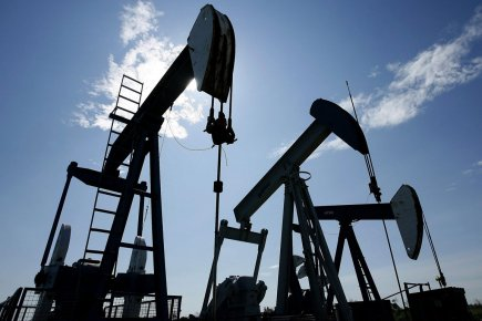 Les cours du pétrole sont remontés vendredi, après avoir plongé la  veille sous... (Photo PC)