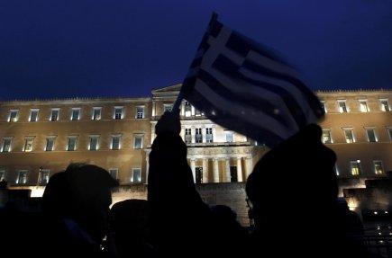 Les manifestants ne lâchent pas devant le Parlement... (Photo Reuters)