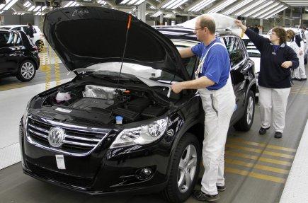 Volkswagen, le premier groupe automobile européen, a annoncé vendredi un... (Photo AP)