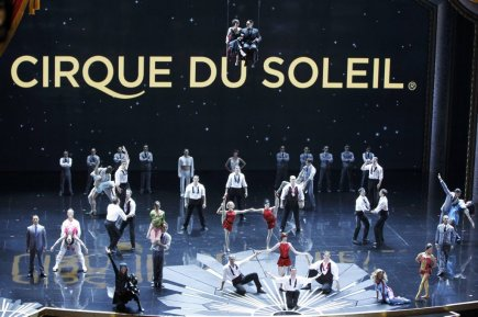 Performance du Cirque du Soleil.... (Photo Gary Hershorn, Reuters)