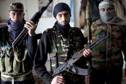 477610-rebelles-syriens-posant-idleb-nord