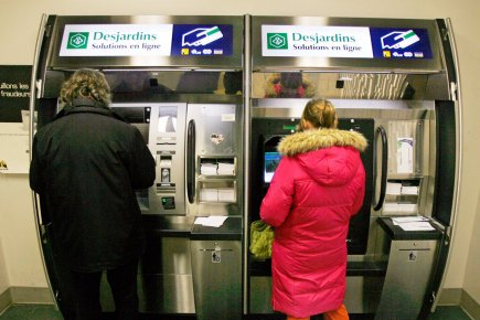 Desjardins refusera les factures papier au guichet for Banque des jardin