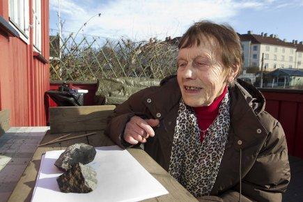 Un morceau de météorite tombe à Oslo 479924-pierre-detachee-meteorite-atterri-chalet