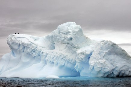Un glacier dérivant au large de l'Antarctique. Plus... (Photo: Rodrigo Arangua, Archives AFP)
