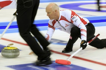 Le skip de l'équipe canadienne de curling, Glenn... (Photo: Reuters)
