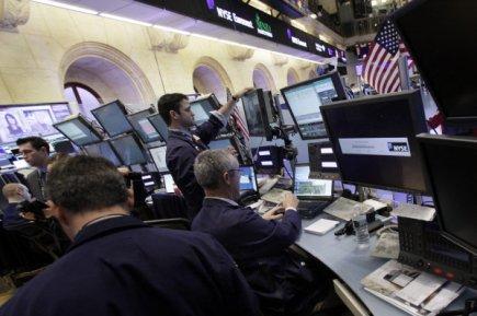 Wall Street et Bay Street suivaient un mouvement baissier en mi-séance...