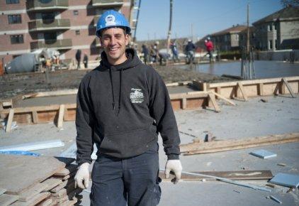 Les cimentiers-applicateurs travaillent généralement pour des entrepreneurs spécialisés... (PHOTO DAVID BOILY, LA PRESSE)