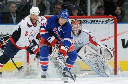 Jeff Woywitka, défenseur des Rangers de New York,... (Photo: RAY STUBBLEBINE, Reuters)