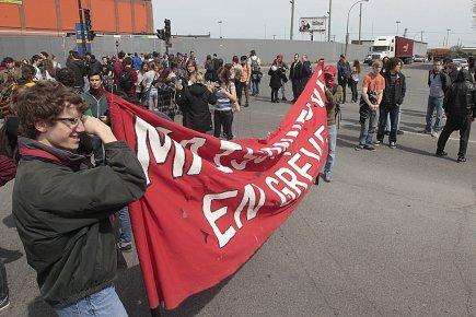 Des manifestants ont bloqué pendant un moment l'accès... (Photo: Patrick Sanfaçon, La Presse)