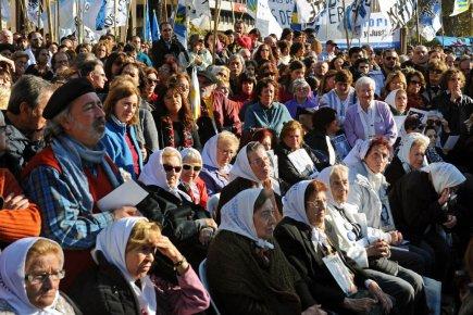 Des membres des Mères de la Place de... (Photo: AFP)