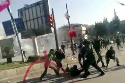 Ces images diffusées sur l'internet montrent de présumés... (Image: AFP/YouTube)