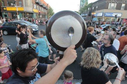 Les casseroles résonnent partout à Montréal