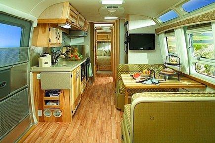 roulotte le royaume du bois fonc mich le laferri re. Black Bedroom Furniture Sets. Home Design Ideas
