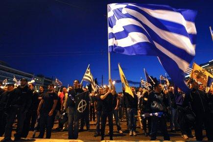 Des partisans du parti d'extrême droite Aube dorée... (PHOTO YORGOS KARAHALIS, REUTERS)
