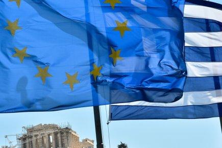 Les électeurs grecs tenaient le monde en haleine samedi, à la veille de ... (Photo : Andreas Solaro, AFP)