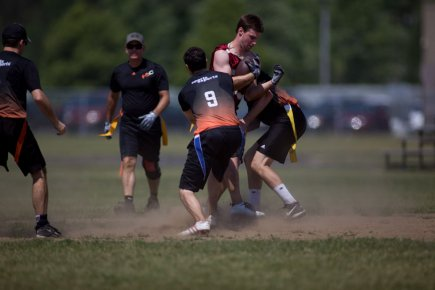 L'édition 2012 du tournoi de flag-football Ben-Butch a... (Photo: Olivier Croteau)