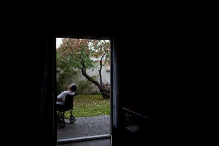 Témoignage sur la dignité en fin de vie 513177-comme-penible-voir-quelquun-incarnant