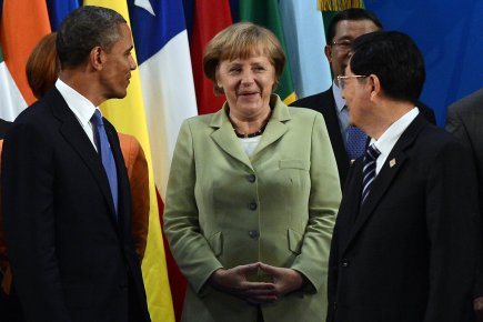 Barack Obama et Hu Jintao entourent la chancelière... (Photo Jewel Samad, Agence France-Presse)