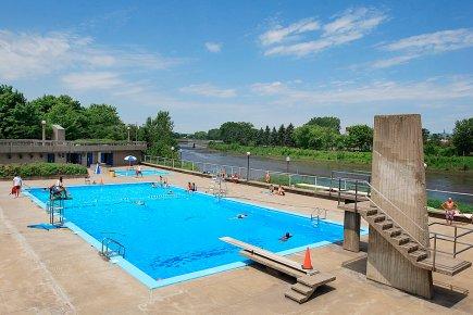 La ville de qu bec investit davantage dans les jeux d 39 eau for Annie pelletier piscine