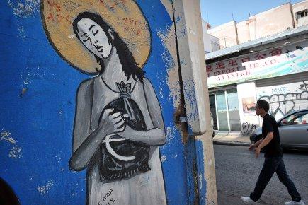 Un graffiti dans les rues d'Athènes sur la... (Photo: AFP)