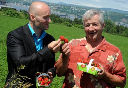 Sébastien Léonhart, directeur scientifique de Nutra Canada, et... (Le Soleil, Erick Labbé)