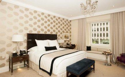 Une chambre rénovée du Ritz Carlton à Montréal.... (Photo Ninon Pednault, La Presse)