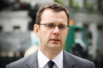Outre Andy Coulson (notre photo) et Rebekah Brooks,... (PHOTO  CARL COURT, AFP)