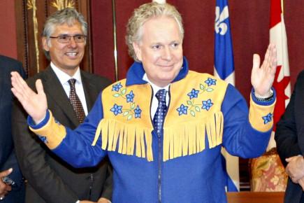 Le premier ministre du Québec Jean Charest arborait,... (Le Soleil, Pascal Ratthé)