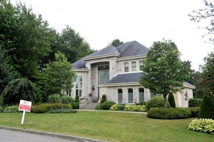 Les riches canadiens de plus en plus riches canada for Annonceur maison du canadien