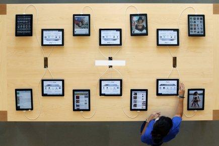 L'américain Apple a creusé son avance sur le marché en pleine explosion  des... (PHOTO ALBERT GEA, REUTERS)