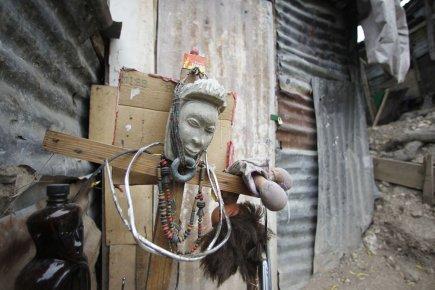 Selon des voisins, le guérisseur, un prêtre vaudou... (PHOTO MARTIN CHAMBERLAND, ARCHIVES LA PRESSE)