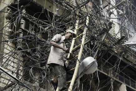 Profitant de réseaux de distribution obsolètes, les vols... (PHOTO RAJESH KUMAR SINGH, ARCHIVES ASSOCIATED PRESS)