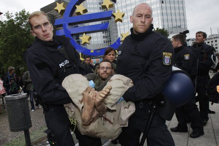 Le camp du collectif anticapitaliste «Occupy Frankfurt» installé depuis dix... (PHOTO ALEX DOMANSKI, REUTERS)