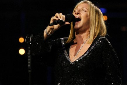 Le 17 octobre, Barbra Streisand reviendra chanter à Montréal où elle détient... (Photo: Reuters)