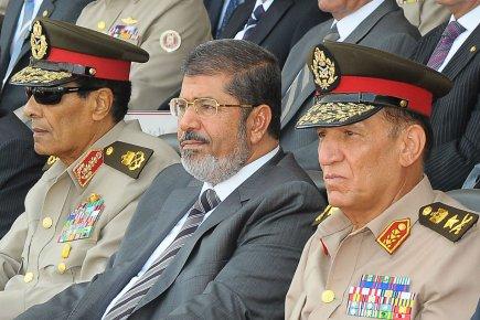 Le maréchal Hussein Tantawi, le président Mohamed Morsi... (Photo Agence France-Presse)