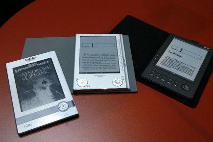Hachette, HarperCollins et Simon & Schuster, qui avaientpassé... (PHOTO ARCHIVES AP)