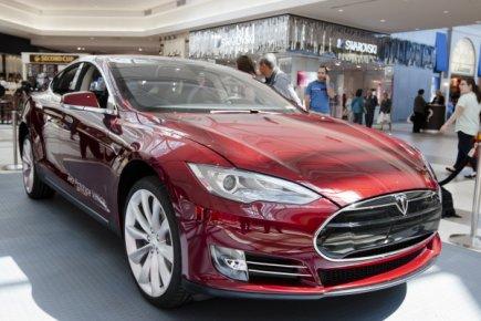 Le constructeur américain de voitures électriques ouvrira un magasin à Toronto...