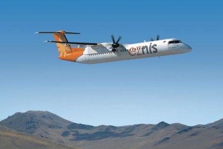 L'appareil Q400 de Bombardier livré à Eznis Airways.... (PHOTO FOURNIE PAR BOMBARDIER)