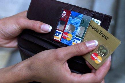 Les cartes de crédit causent plus de problèmes... (Photo archives La Presse)