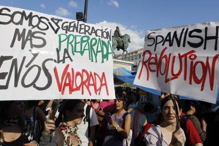 Les jeunes de pays européens frappés par la... (PHOTO PAUL HANNA, ARCHIVES REUTERS)