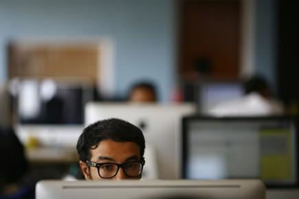 Les gens qui valorisent la communication écrite vont... (PHOTO NAVESH CHITRAKAR, REUTERS)