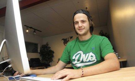 Dans le cadre de son travail comme développeur web à La Web Shop, située à... (PHOTO GIMMY DESBIENS, LE QUOTIDIEN)